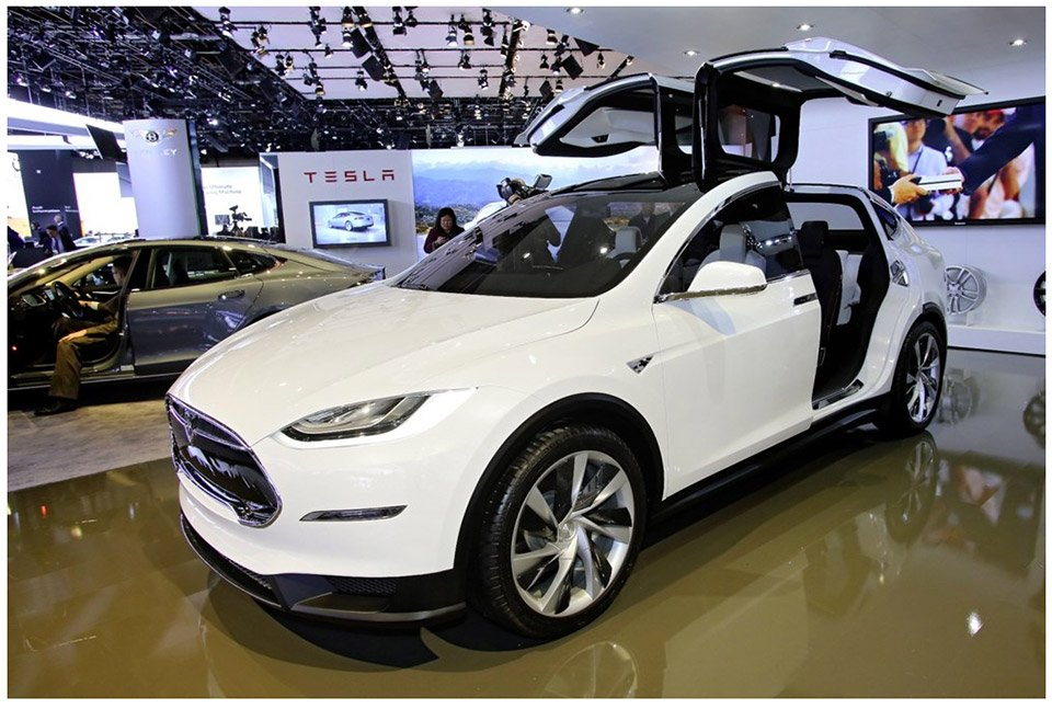 Tesla Model X: AWD Crossover - 95 Octane