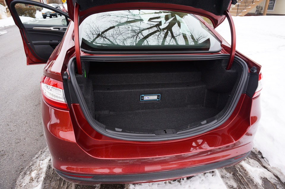 One Trade Off With The Energi Is Its Lack Of Trunk E In Order To Make Room For 7 6kwh Battery Pack Drops Just 8 2 Cubic Feet