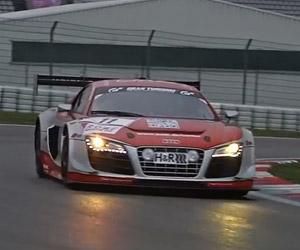 Audi R8 V10 vs. Audi R8 LMS Ultra