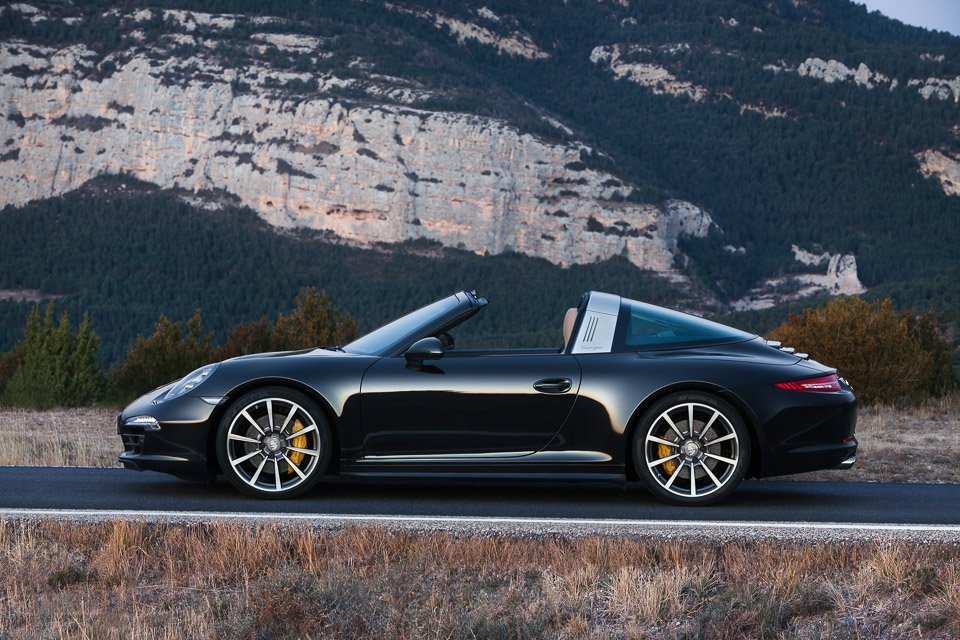 Reborn Porsche 911 Targa Raises the Roof at NAIAS