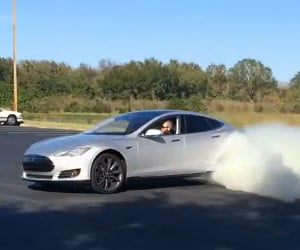Burnout: Tesla Model S vs. Pontiac Firebird 400