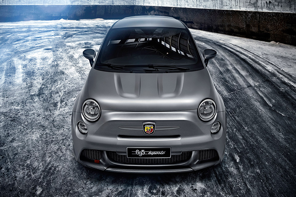 fiat 500 abarth 695 biposto fiat 39 s fastest 500 95 octane. Black Bedroom Furniture Sets. Home Design Ideas