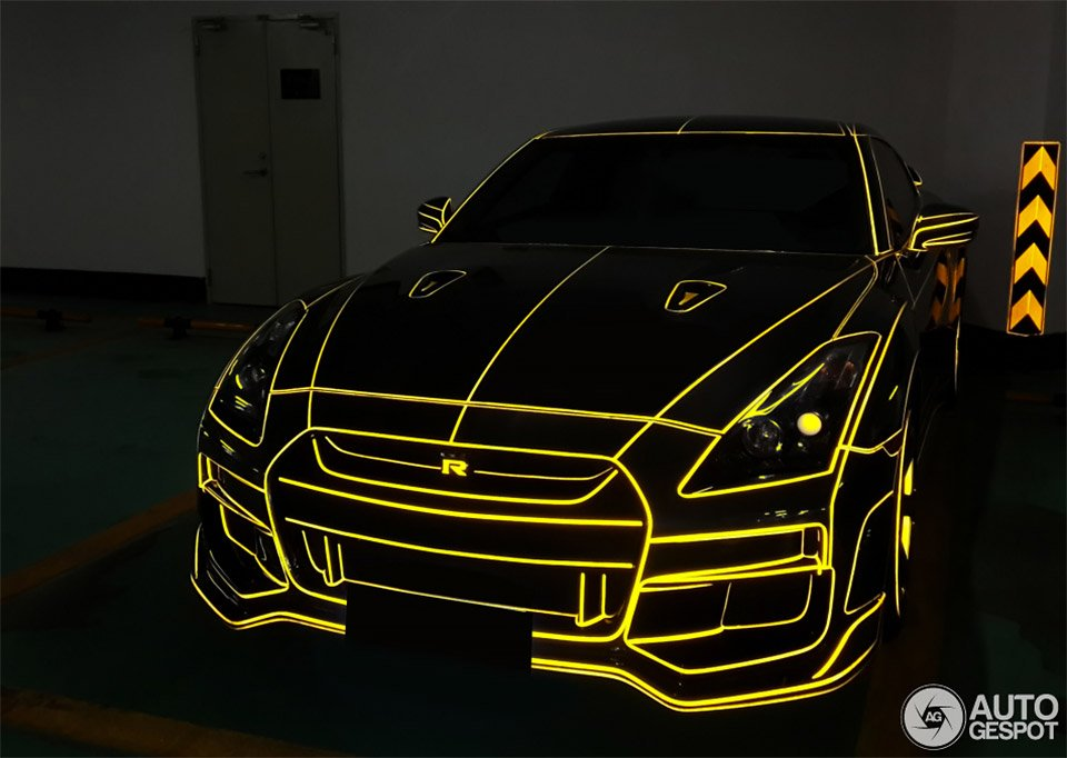 TRON Nissan GT-R Lights up The Chinese Night - 95 Octane