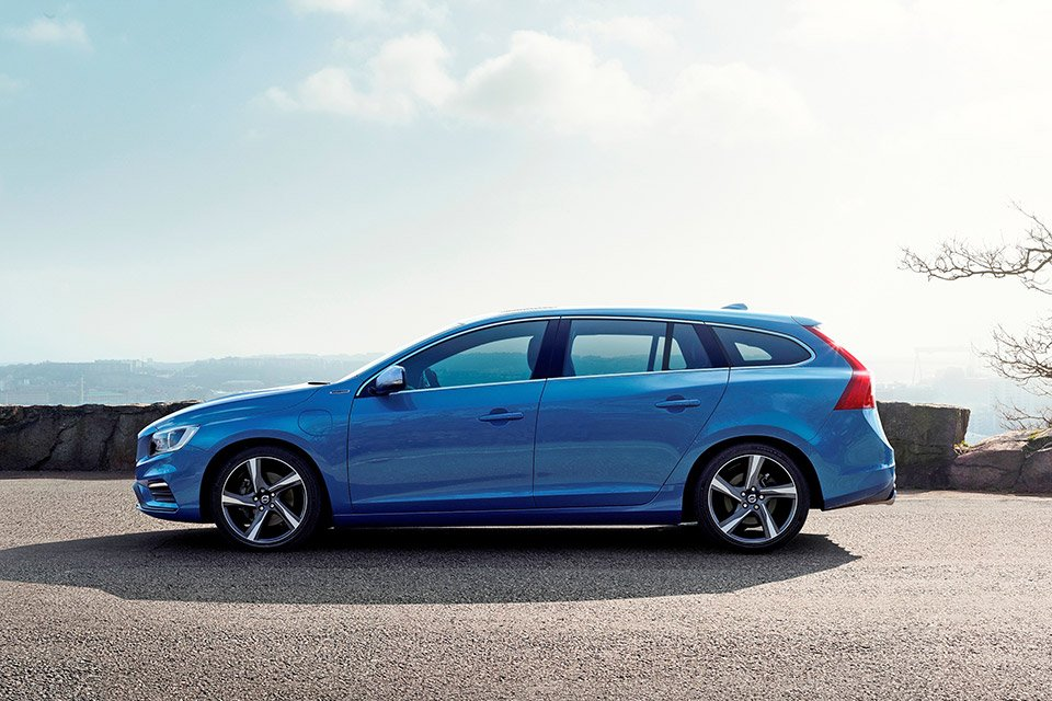 2015 volvo v60 plug in hybrid r design 95 octane. Black Bedroom Furniture Sets. Home Design Ideas