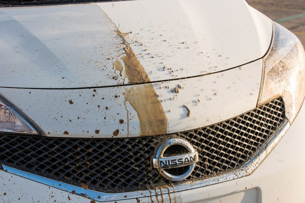 nissan_self_cleaning_car_2