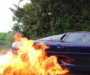 Jaguar XJ220 Does a Flaming Burnout