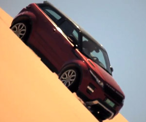 Range Rover Evoque Tears up the Oman Desert
