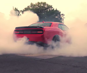 Dodge Challenger Hellcat: Gratuitous Burnouts
