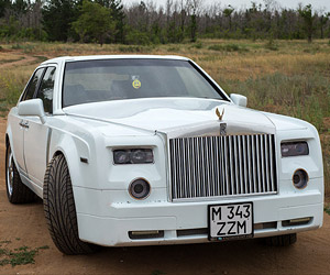 Guy Turns Mercedes-Benz into Rolls Royce