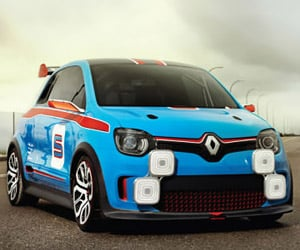 A Hot Lap in the Renault Twin'Run
