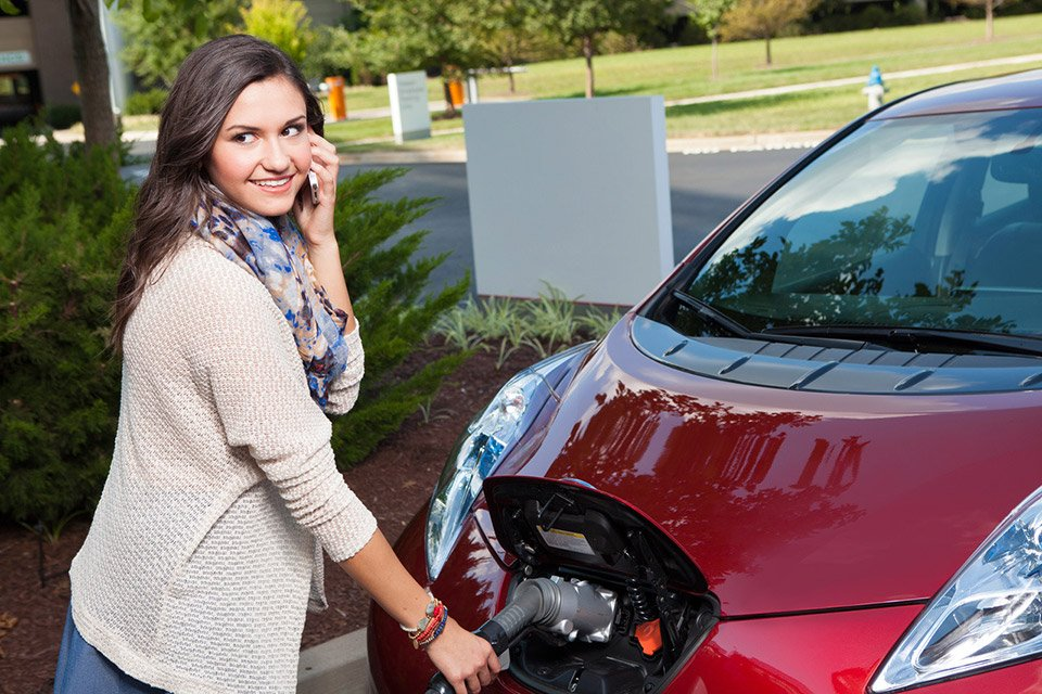 "Nissan's ""No Charge to Charge"" Program for LEAF"