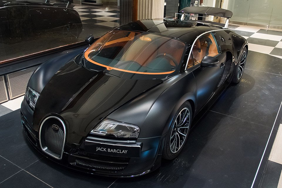 Awesome Car Pic: Bugatti Veyron in Matte Black