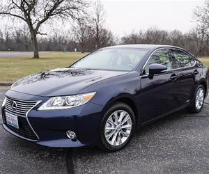2015 Lexus ES 300h Hybrid Review