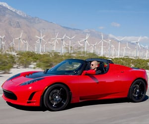 Tesla Roadster Gets 400-Mile Range Upgrade