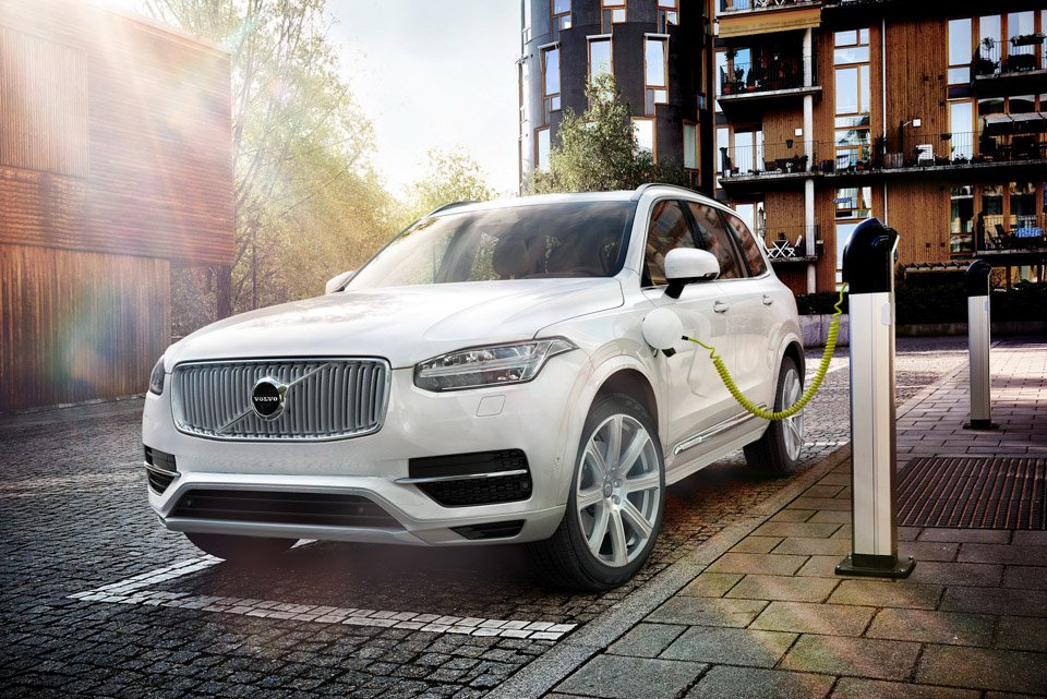 Volvo Introduces the XC90 T8 Plug-In Hybrid