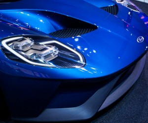 2016_ford_gt_close_up_36