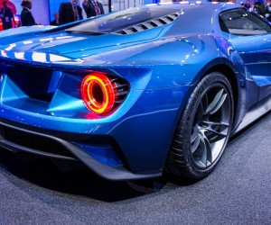 2016_ford_gt_close_up_40