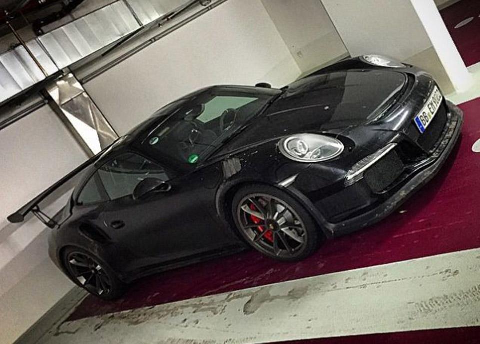 2016 Porsche 911 GT3 RS Spied in a Garage