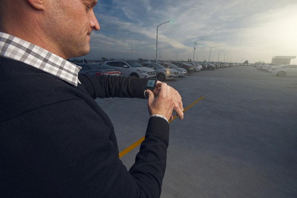 Hyundai Debuts Smartwatch App at CES 2015