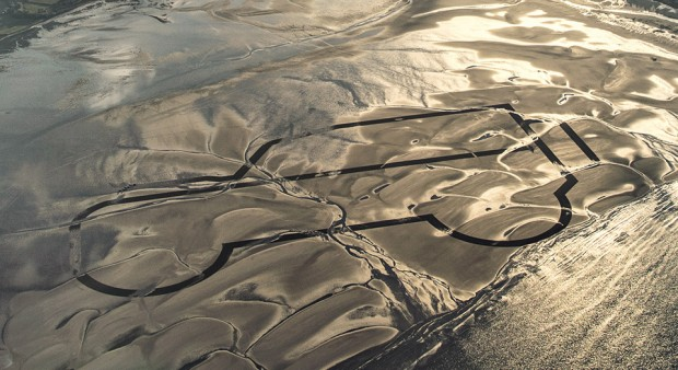 land_rover_sand_drawing_1