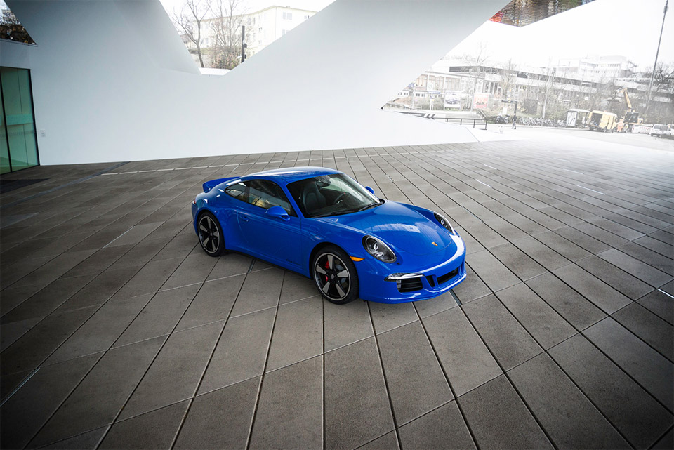 Porsche 911 Carrera GTS Club Coupe Debuts