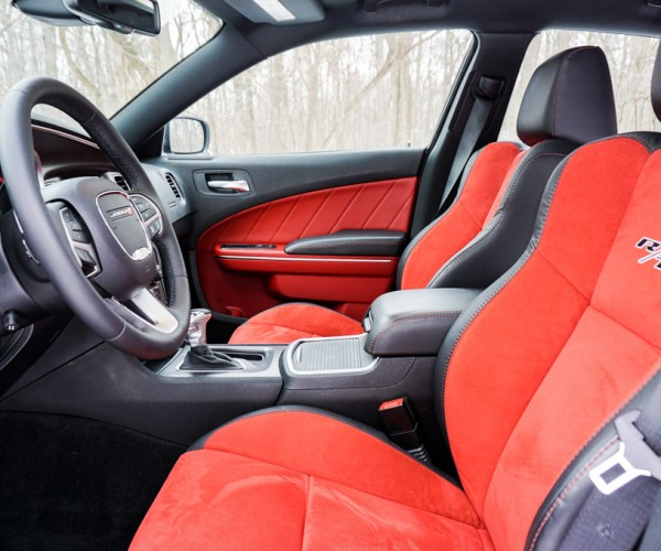 2015_dodge_charger_rt_road_track_21