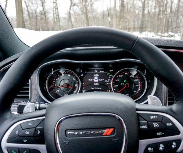 2015_dodge_charger_rt_road_track_31