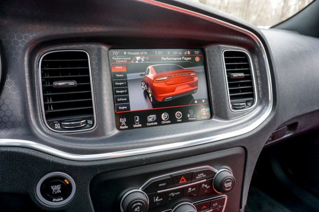 2015_dodge_charger_rt_road_track_38