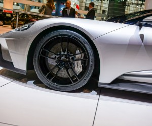 2016_ford_gt_silver_15