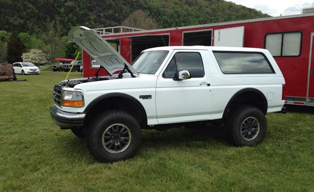 ford bronco gets raptor engine and chassis. Black Bedroom Furniture Sets. Home Design Ideas