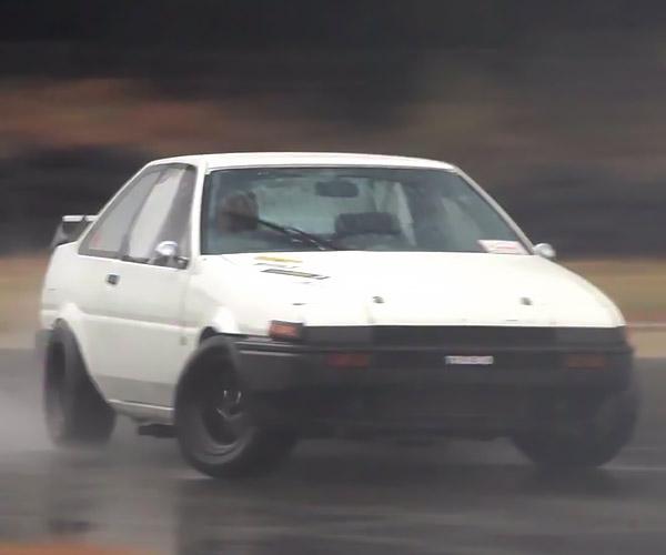 Drifting a Toyota AE86 in the Rain