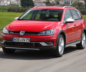 2017 VW Golf SportWagen Alltrack Gets Driven