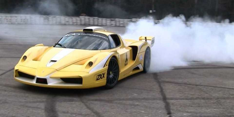 Modded Ferrari Enzo Burns Tires in Smoke-Filled Rage