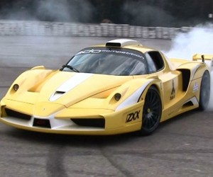 Modded Ferrari Enzo Burns Tires in Smoke-Filled Rage