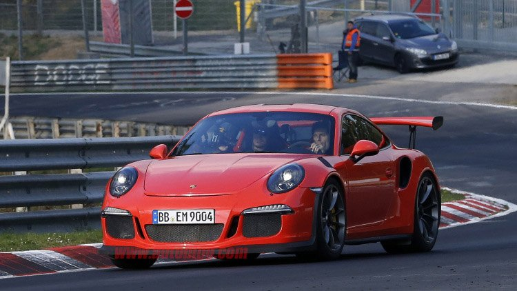 Mark Webber Flogs New 911 GT3 RS on The Ring