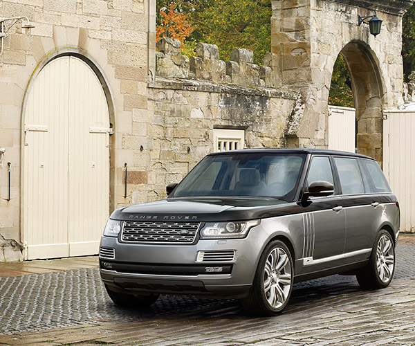 Range Rover SVAutobiography Fords Water in Complete Luxury