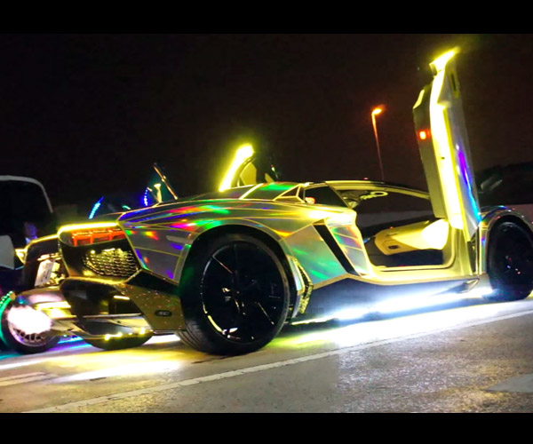A Shiny Aventador Sets Fire to the Night