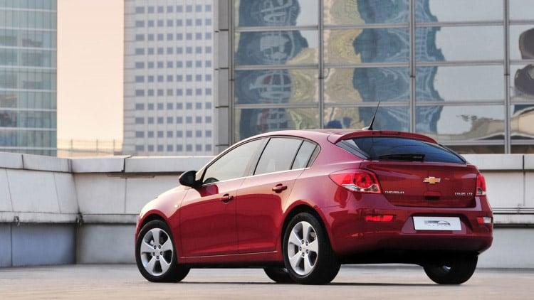 Chevy Unveils Cruze Hatchback to Dealers