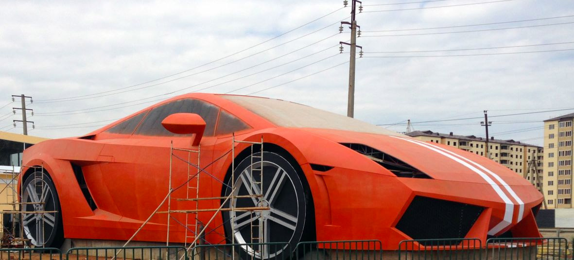 Giant Lamborghini Gallardo Turns up in Russia