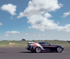 Jaguar F-Type R Used to Test High-Speed Parachute