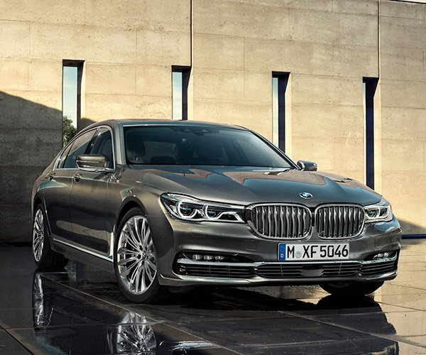 How the New BMW 7-Series Got Its New Car Smell