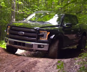 Watch the 2017 Ford F-150 Raptor Go Off-Road