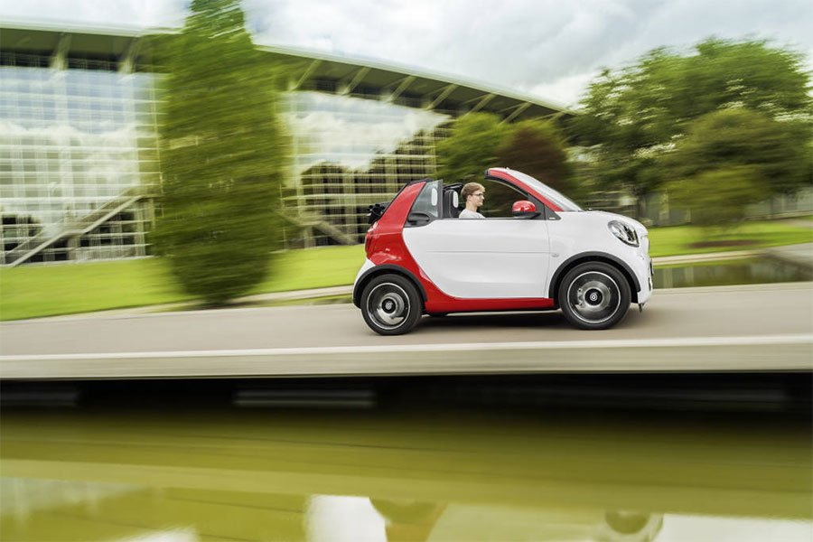 Smart fortwo Cabrio Drops its Top in 12 Seconds