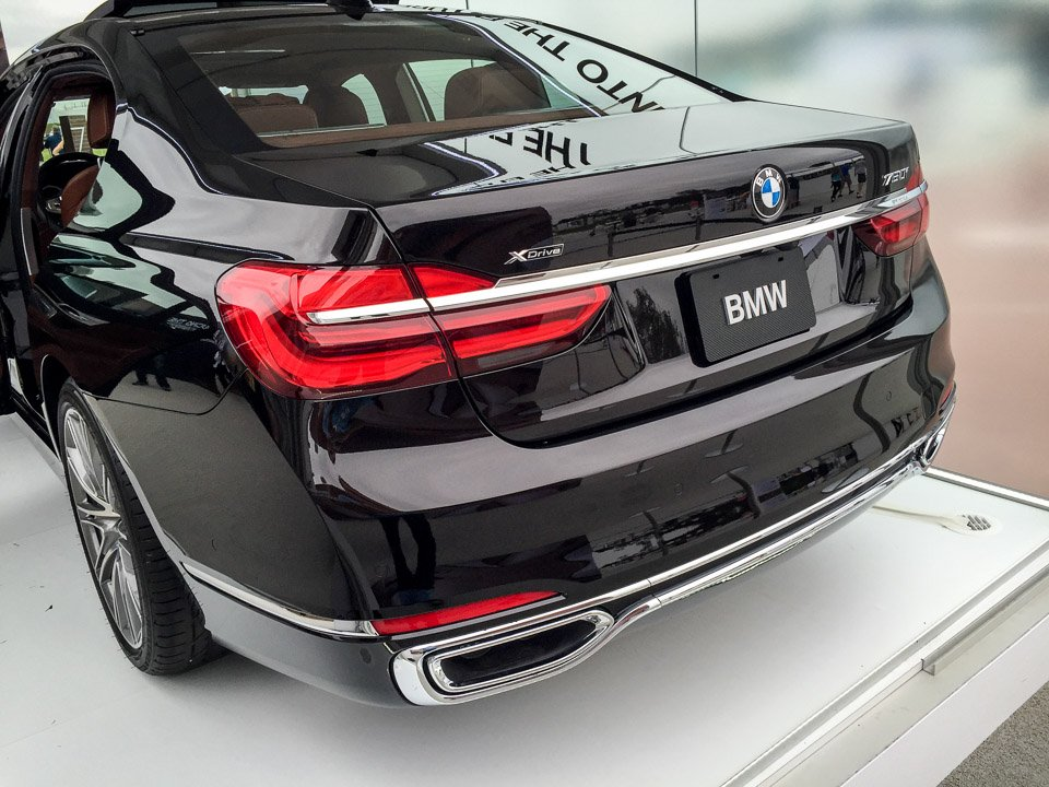 2017_bmw_7_series_up_close_10 Zoom In