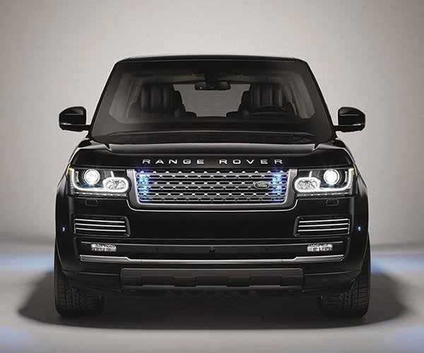Range Rover Sentinel Can Survive Assault Rifle and Grenade Attacks