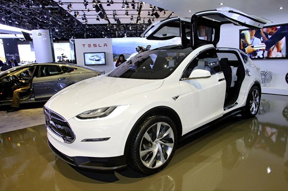Elon Musk Tweets Details on Model X SUV