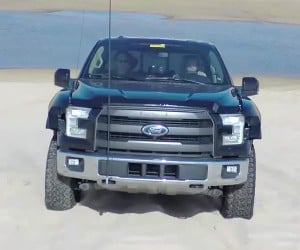2017 Ford F-150 Raptor Tears over Sand Like It's Nothing