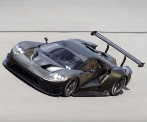 Watch the 2017 Ford GT Tear Around Daytona