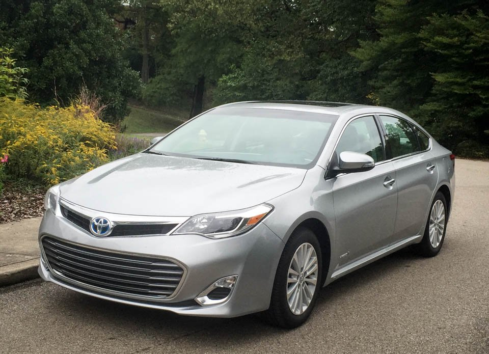 Review: 2015 Toyota Avalon Hybrid XLE Premium