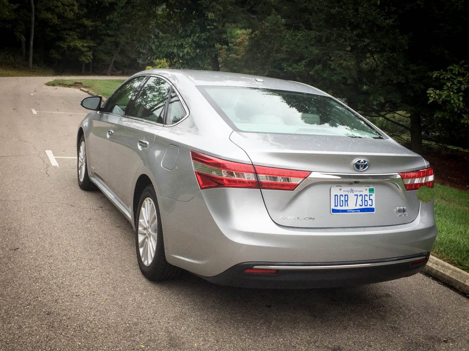 review 2015 toyota avalon hybrid xle premium the thrill of driving. Black Bedroom Furniture Sets. Home Design Ideas